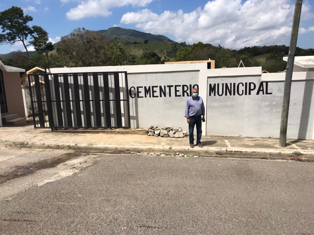 Acondicionamiento de la pared perimetral del cementerio municipal